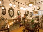 お気に入りの品が見つかるかも アンティーク家具や雑貨