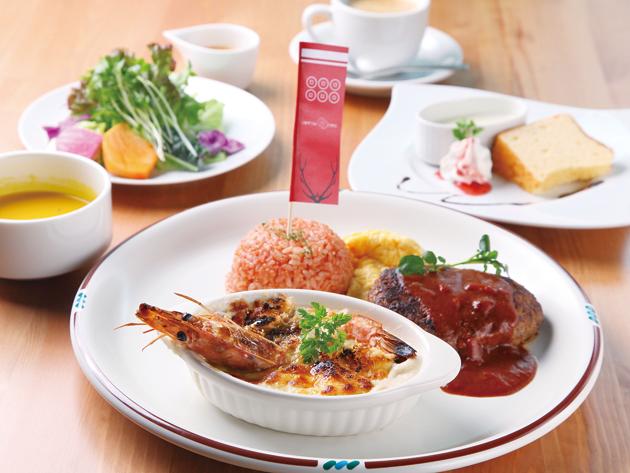 「THESANADAMARU」1480円全国でも珍しいグラタン専門店。来年から「THESANADAMARU」(コーヒー、デザート別料金)が新メニューに加わります。店内には清流を眺める席も。