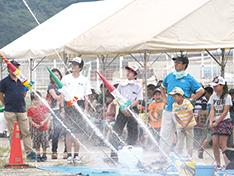 水ロケットコンテスト和歌山大会 水しぶきを上げて空へ!