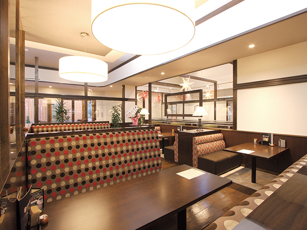 和歌山初上陸のカフェチェーン ゆっくりできるソファー席&座敷席完備