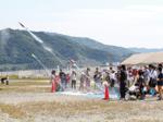 毎年恒例の水ロケットコンテスト オープン参加で72人が集まる
