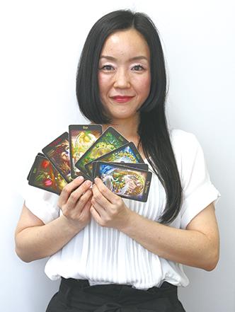 カードがメッセージを伝える 占いでつなぐ一期一会