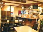 より快適なテーブル席にリニューアル 新メニュー「職人の焼き餃子(ぎょうざ)」も登場
