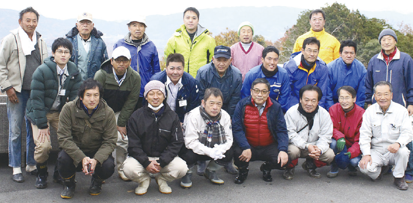 毎年11月に開かれる「収穫祭」ではメンバーが集合。みんなで収穫を喜びます