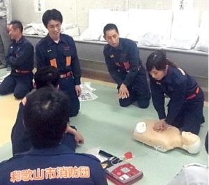 救命講習を受けている様子。消防団は地域住民の安心と安全を守るという重要な役割を担っています