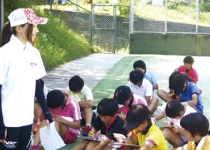 全国大会常連、和歌山信愛高校ソフトテニス部の部員 が、心理サポートを受けている様子