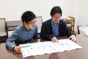 「マップをつなぎ合わせると、和歌山市内の地図になるようデザインしています」と話す中西さんと野津さん㊧