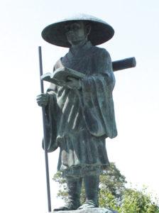 紀の川市窪にある西行法師像