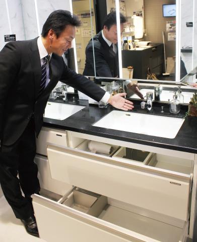 イマドキの設備機器【洗面化粧台】 カスタマイズで好みの空間に 手入れがしやすく、収納充実