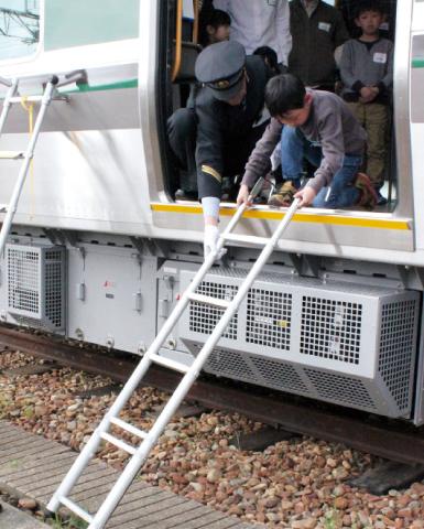 鉄道に乗っているとき 津波が来たらどうする?