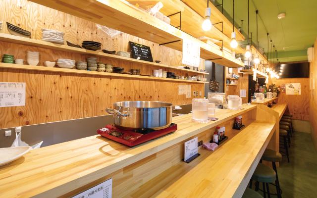 朝食や昼の定食、仕事帰りの一杯まで 幅広いシーンで気軽に利用できる店