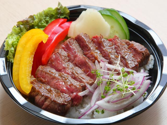特選熊野牛ステーキ丼1836円など