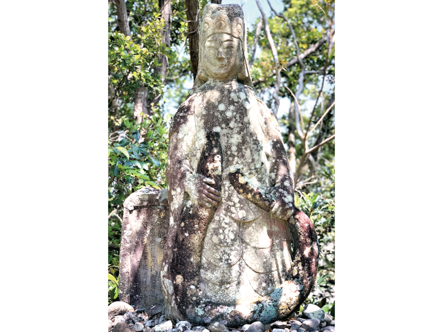−第9回−文化財 仏像のよこがお「オオウナギとともに立つ観音像」