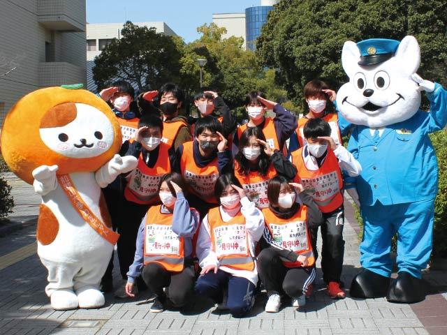 """和大生たちが地域をパトロール 子どもの安全を""""ながら""""で見守る 4月から活動をスタート。最寄り小学校の通学路などで"""